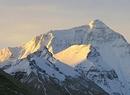 Wschodzące słońce oświetla Mount Everest
